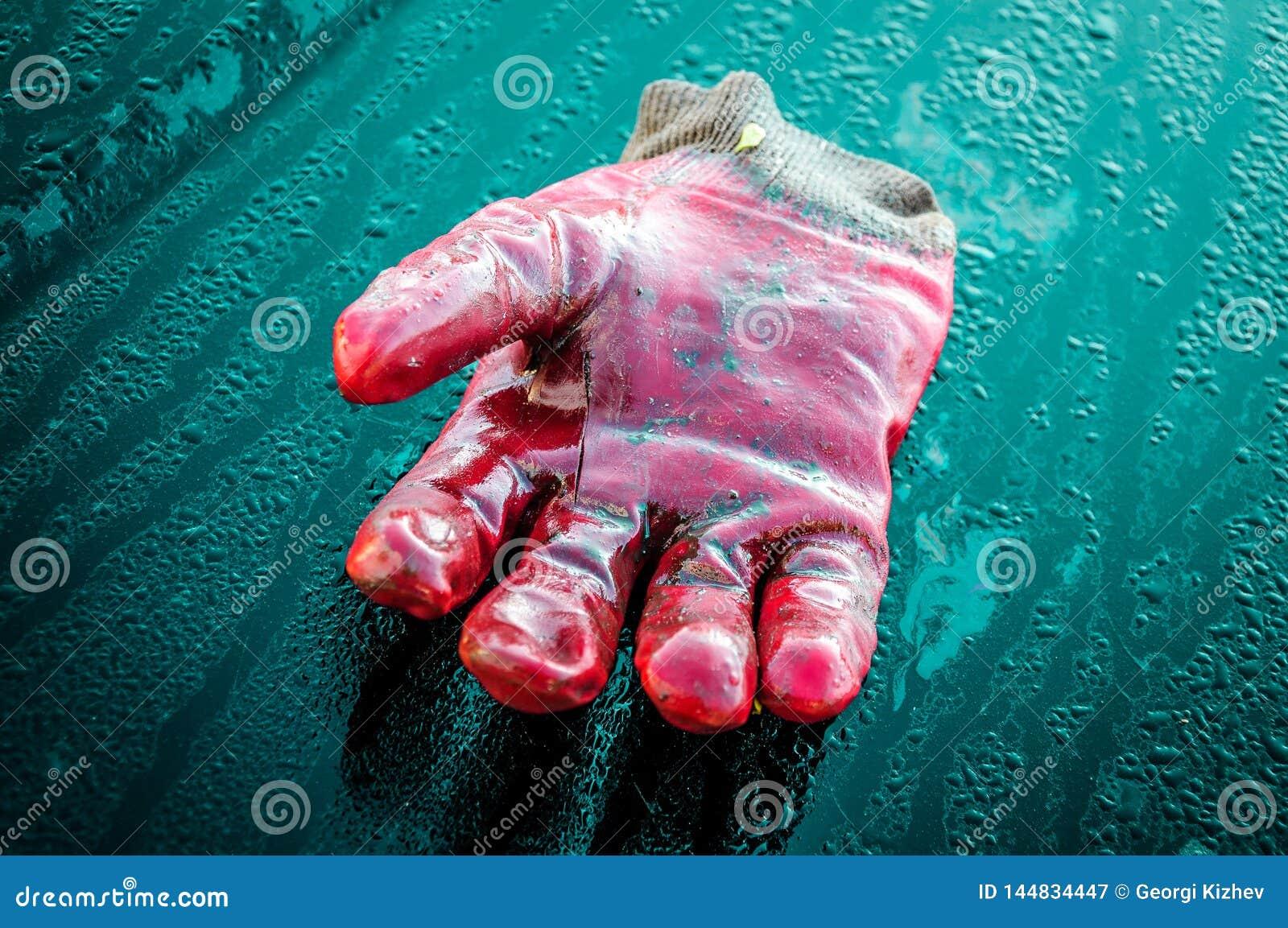 宏观手套和蓝色背景
