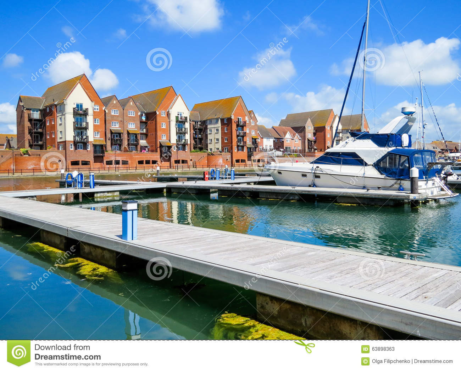 游艇在宗主港口小游艇船坞,伊斯特本,东萨塞克斯郡,英国(英国)停泊了.