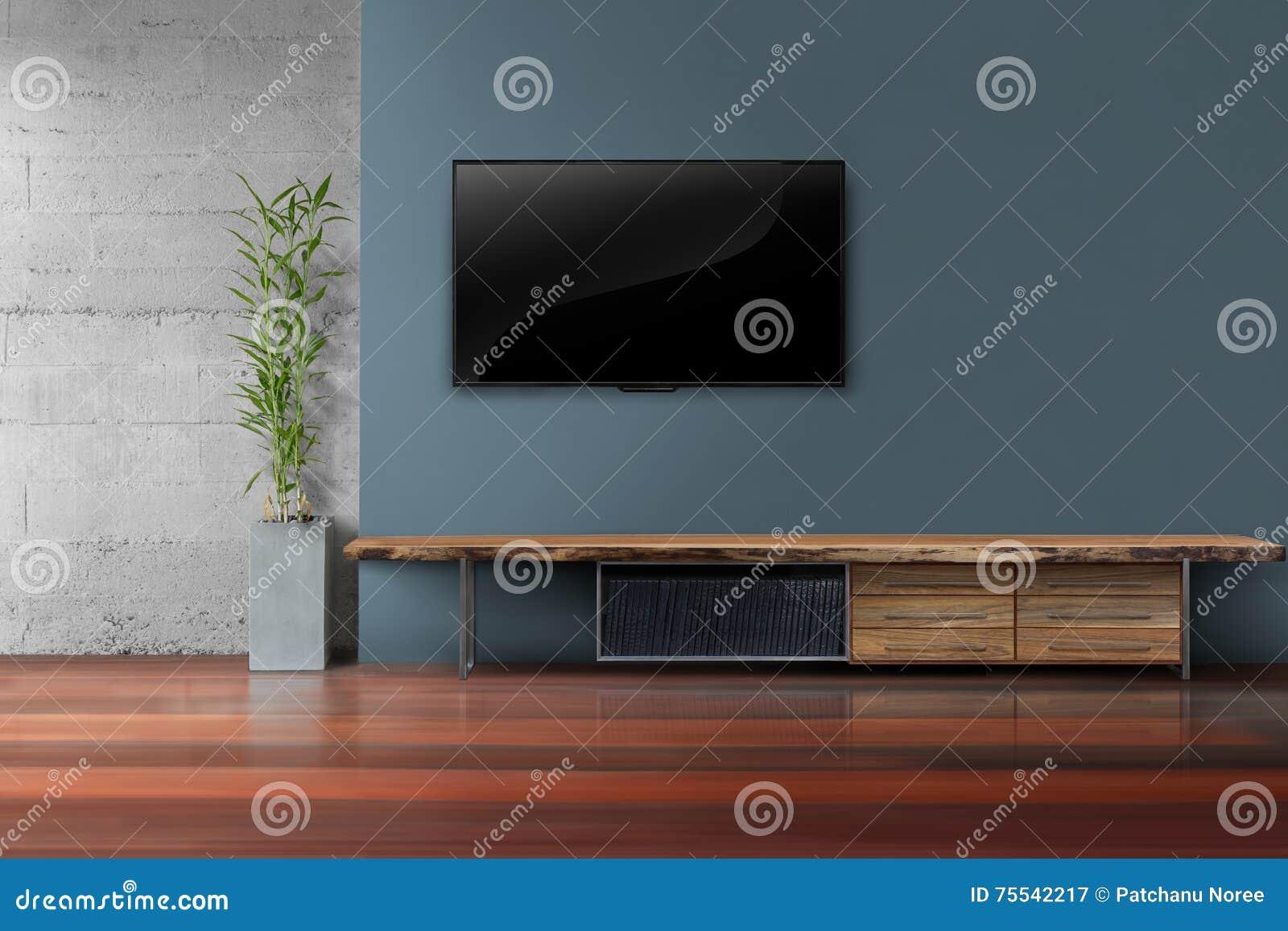 客厅带领了在深蓝墙壁上的电视有木桌的