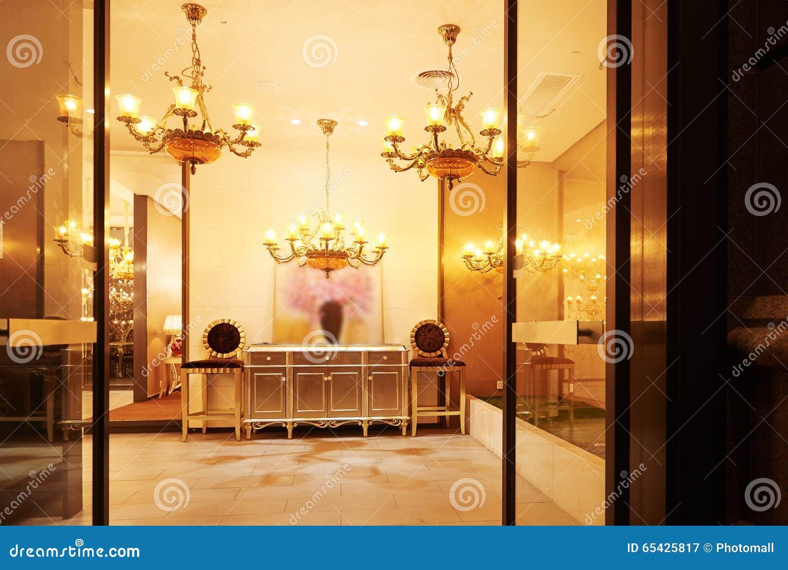 客厅带领了照明设备