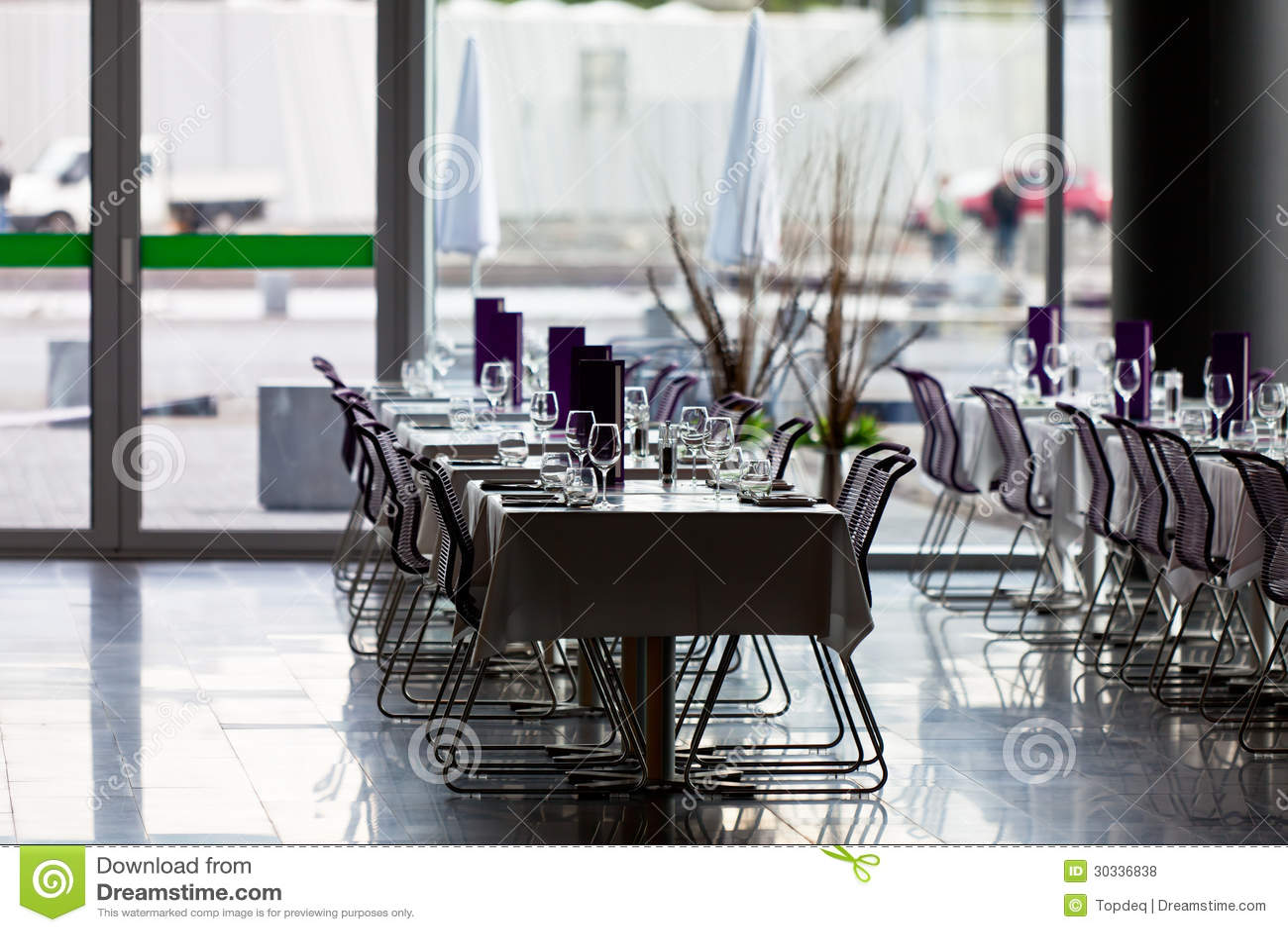 室内餐馆制表准备好服务