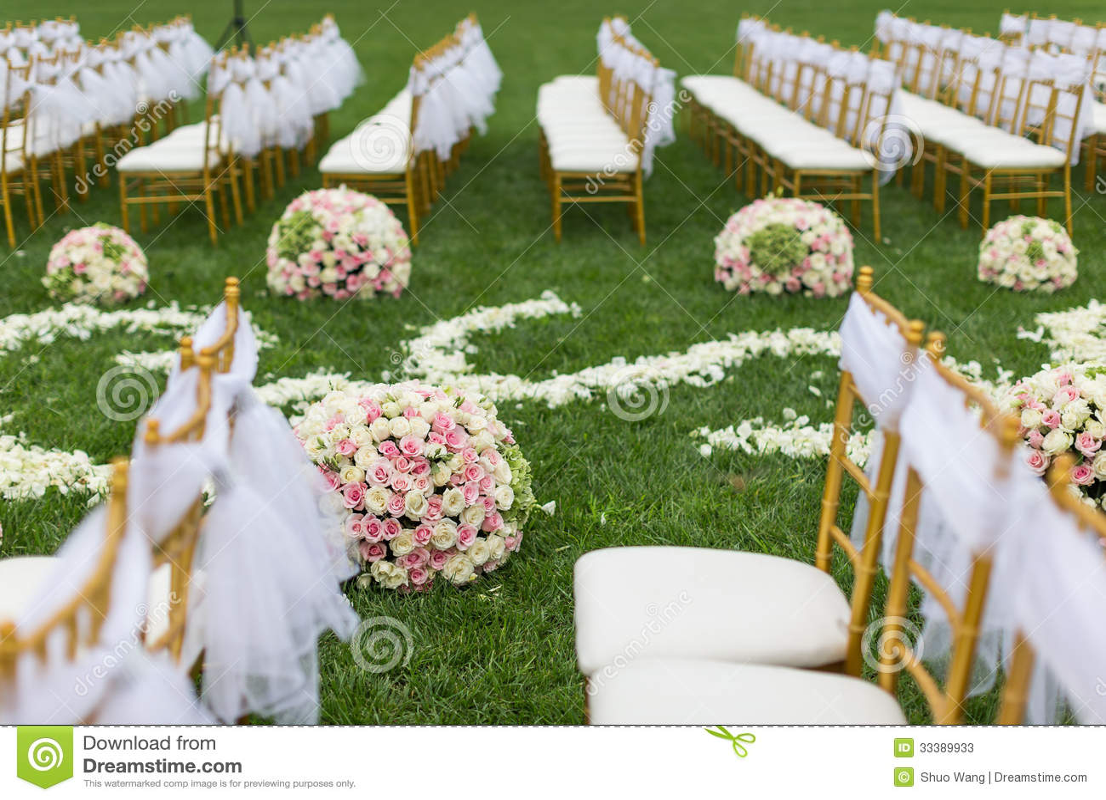 室外婚礼场面