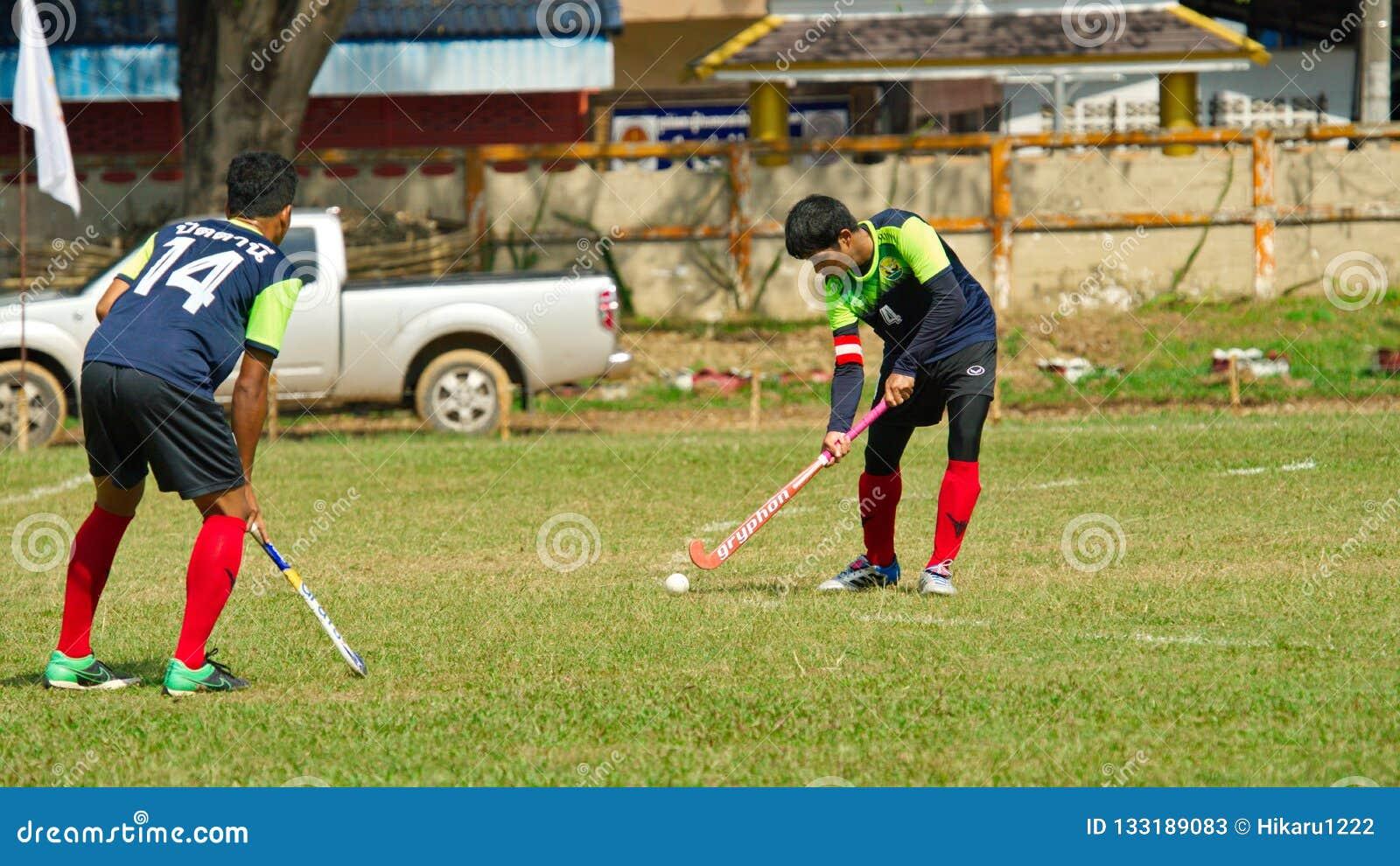 室外曲棍球 行动的曲棍球运动员在泰国全国运动会期间