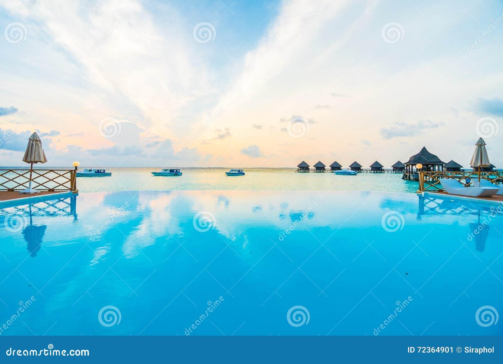 室外池游泳
