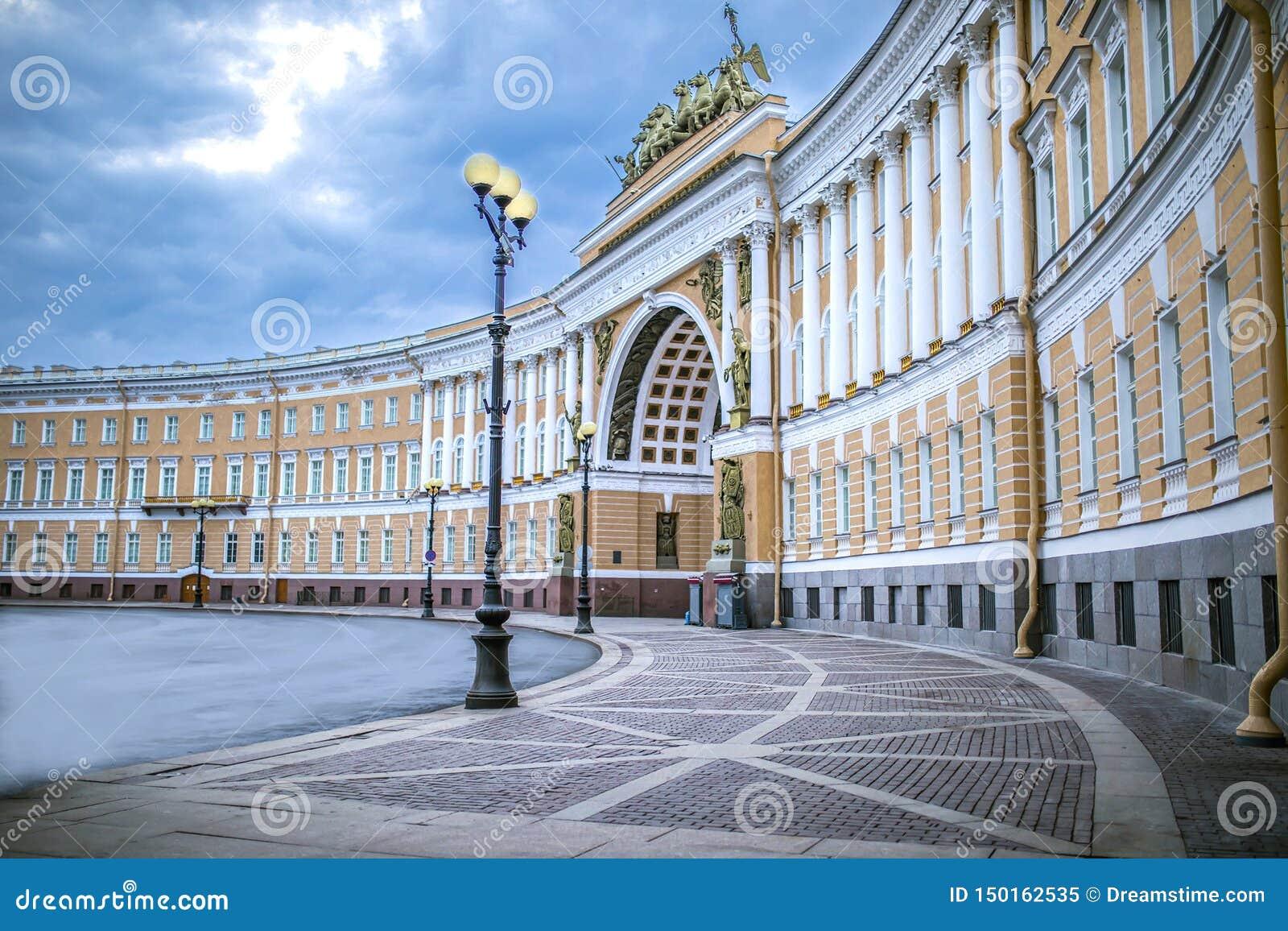 宫殿正方形在圣彼德堡