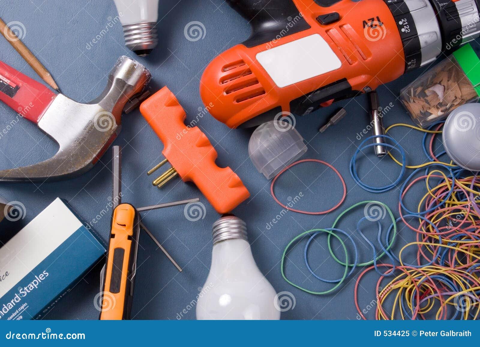 Download 家庭东西 库存图片. 图片 包括有 螺丝刀, 锤子, 铅笔, 驱动器, 创建, 查询, 橡胶, 维修服务, 抽象 - 534425