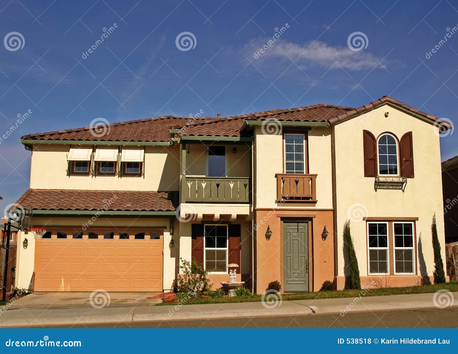 Download 家庭大 库存照片. 图片 包括有 拱道, 梦想, 棚车, 消耗大, 快门, 蓝色, 位于, 天空, 庄园, 属性 - 538518