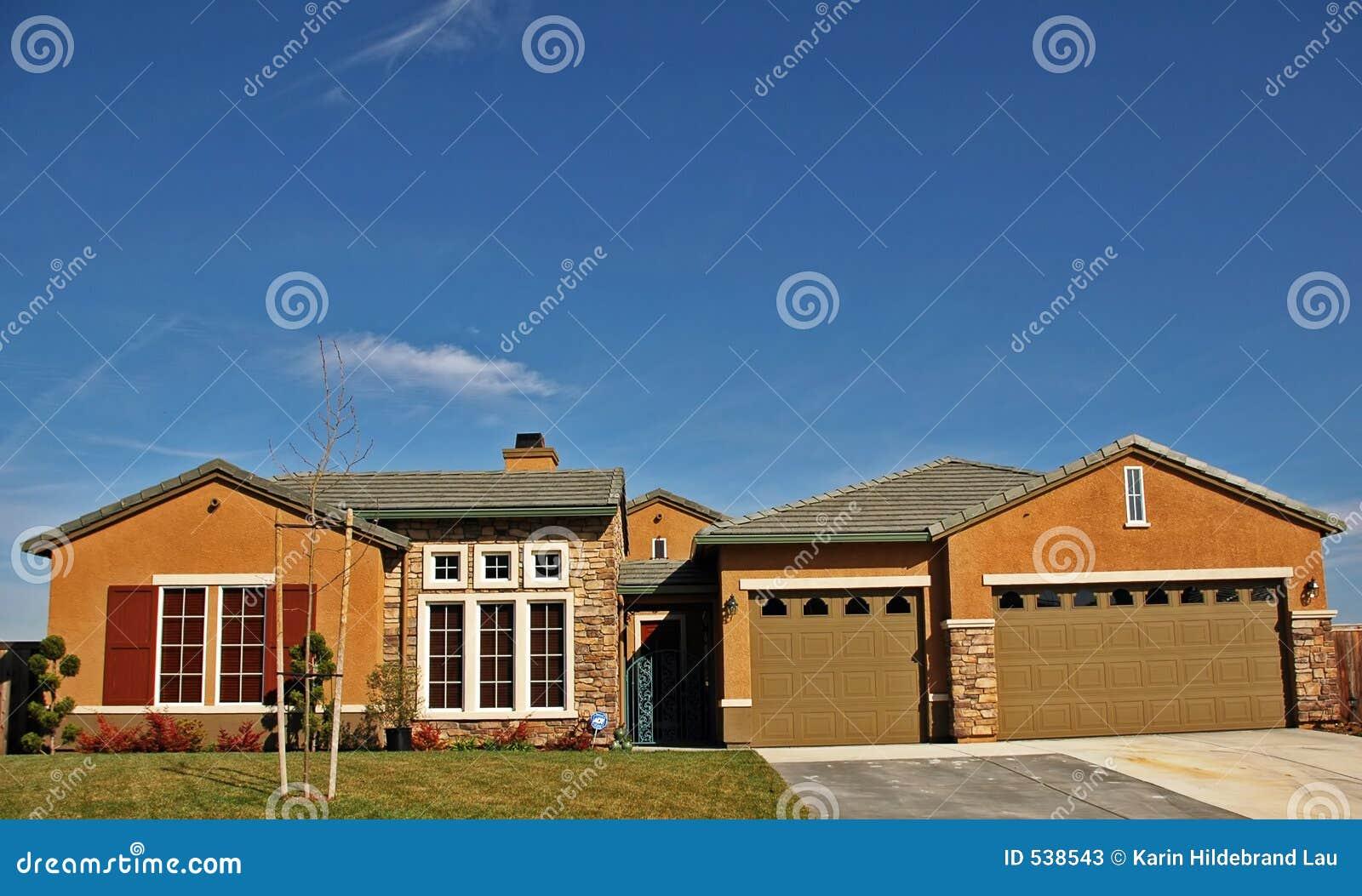 Download 家庭大 库存图片. 图片 包括有 富有, 庄园, 建筑师, 汽车, 生活方式, 房子, 拱道, 前面, 消耗大 - 538543