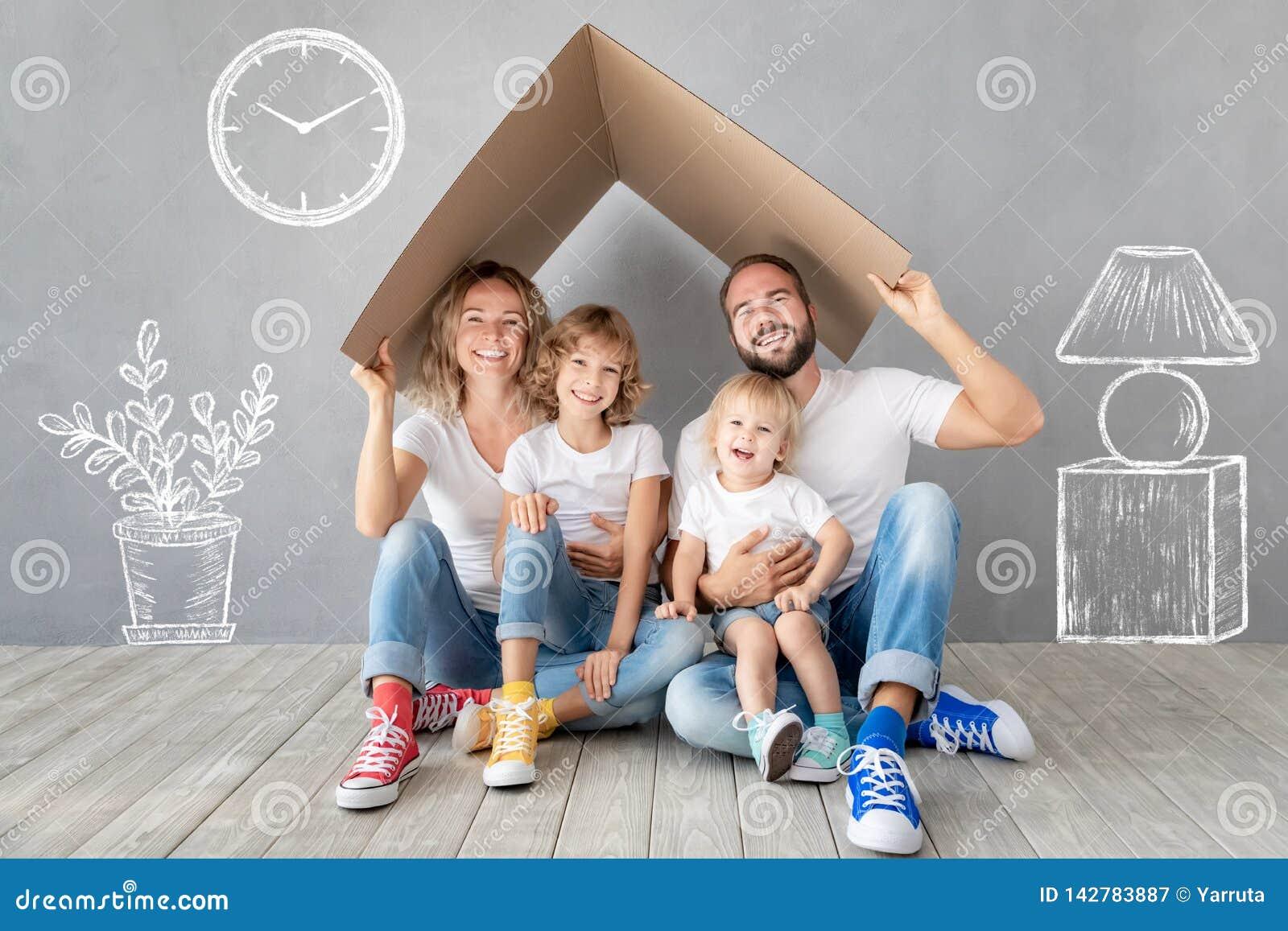 家庭新的家庭移动的天议院概念