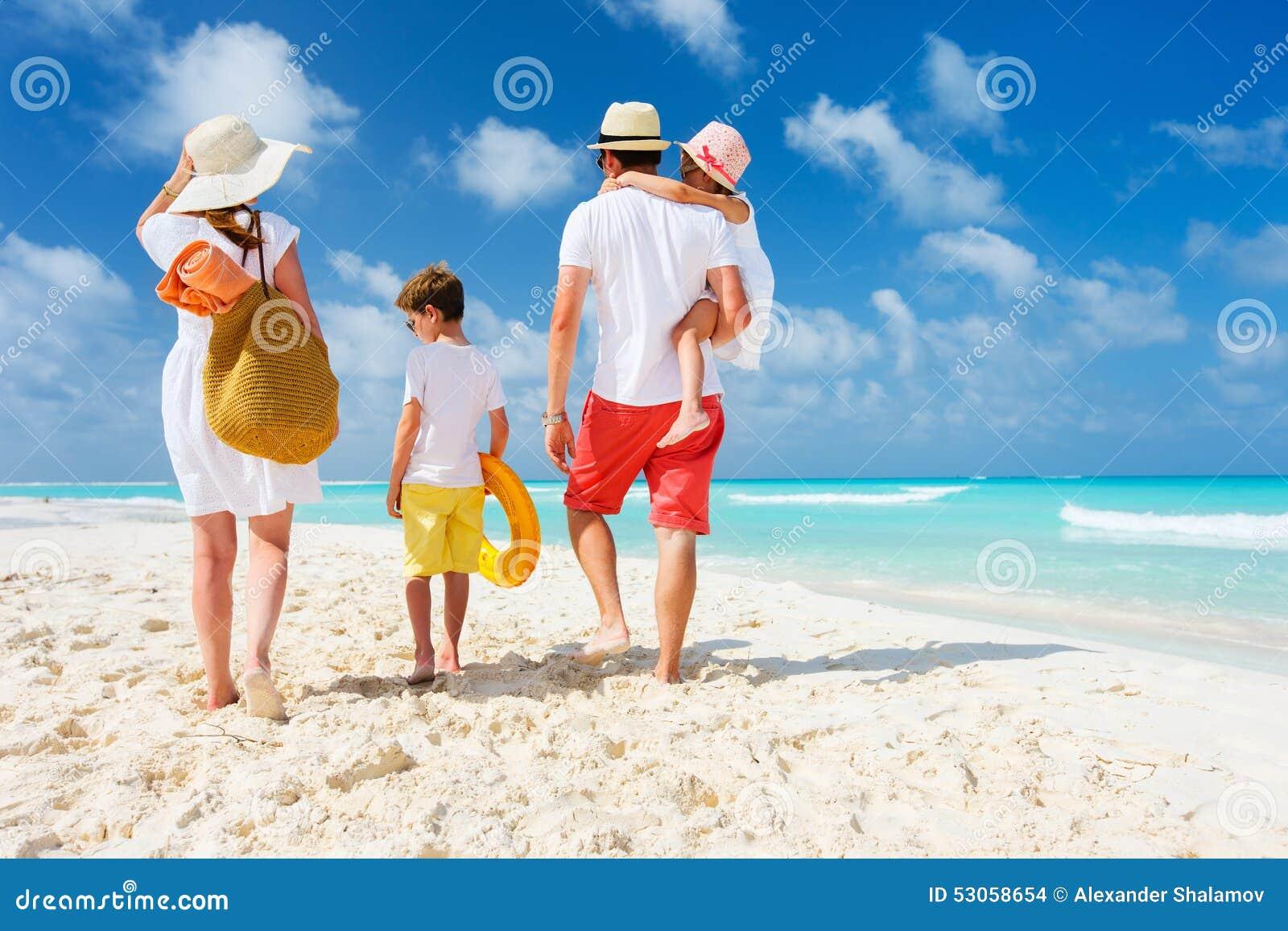 家庭海滩假期