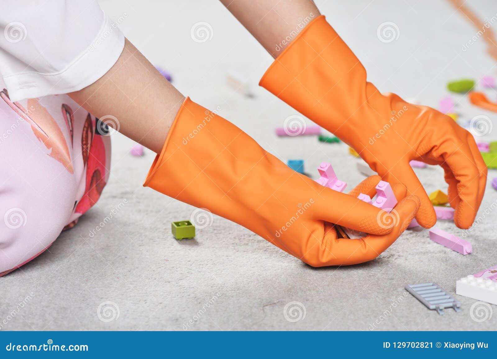 家庭清洗的橡胶厨房洗碗盘行为橡胶手套