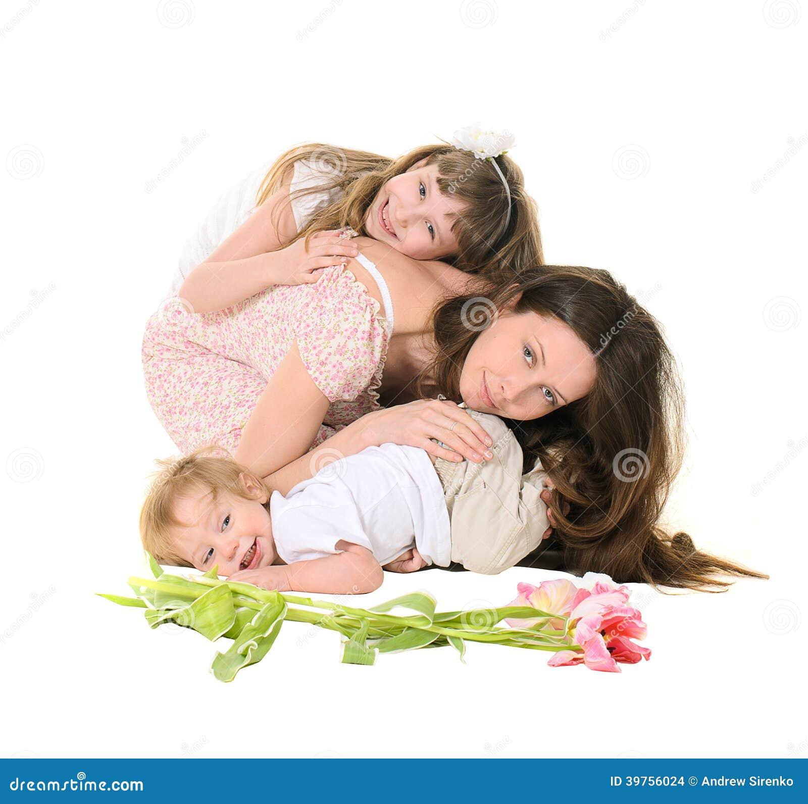 家庭:母亲、女儿和儿子