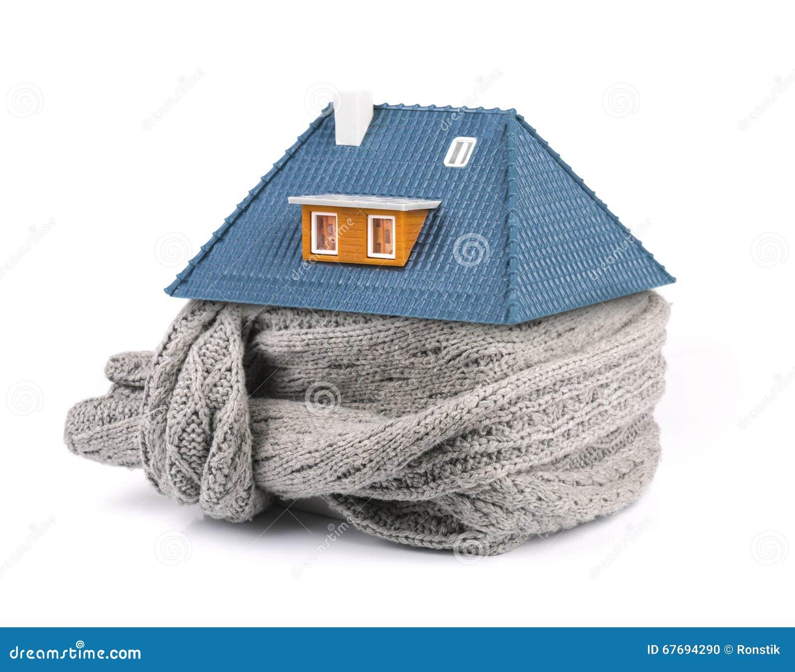 家庭绝缘材料概念 在房子附近的围巾