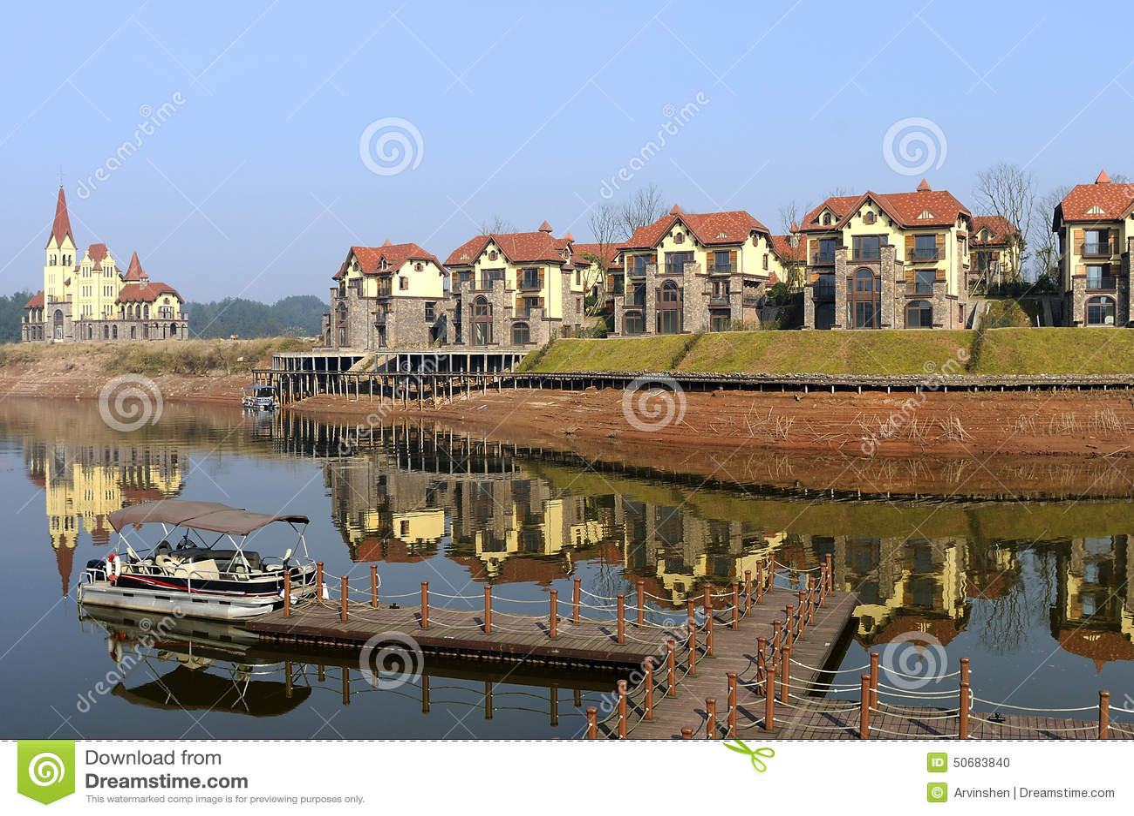 Download 家或房子行 库存照片. 图片 包括有 住宅, 城市, 汉语, 乡下, 位于, 码头, 招待, 讲价的, 生活方式 - 50683840