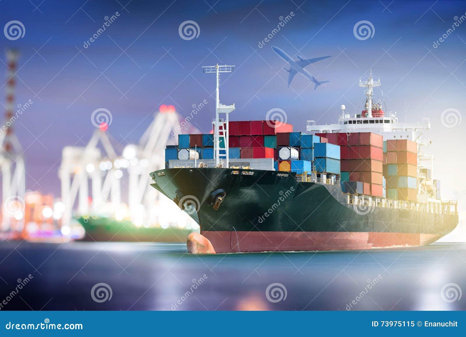 容器与口岸的货船在港口抬头桥梁和后勤的货机
