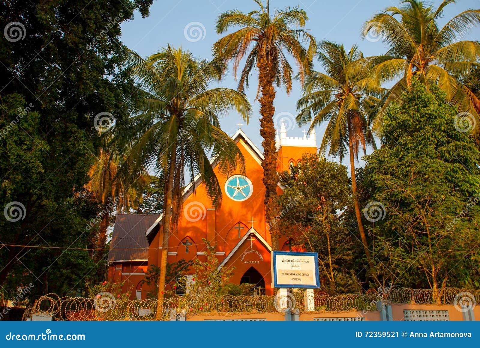 宽容大教堂和棕榈树 毛淡棉 缅甸 缅甸