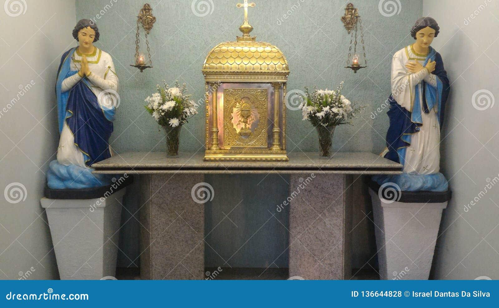 宽容雕塑在巴西教会里