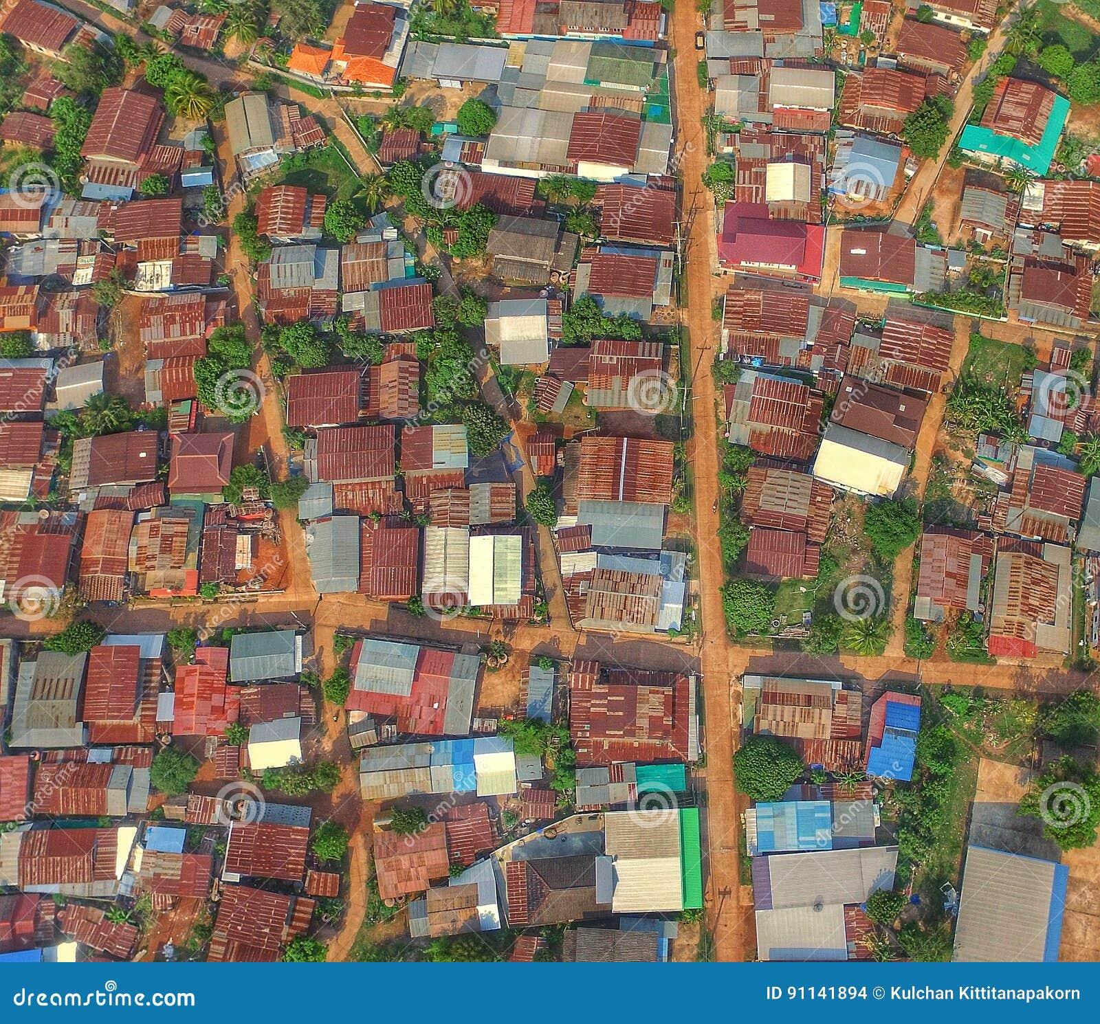 寄生虫阿里埃勒视图上面屋顶泰国乡下自然