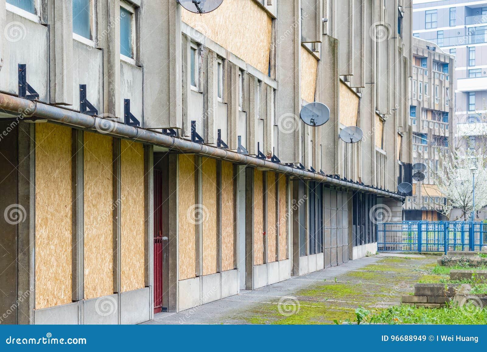 密封和倒空理事会公寓住房块,罗宾汉庭院