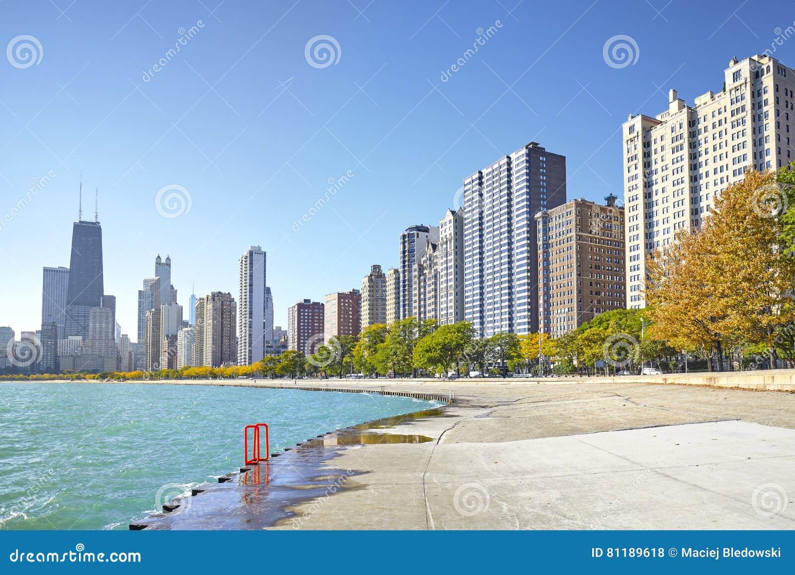 密执安湖边平地足迹清早视图在芝加哥