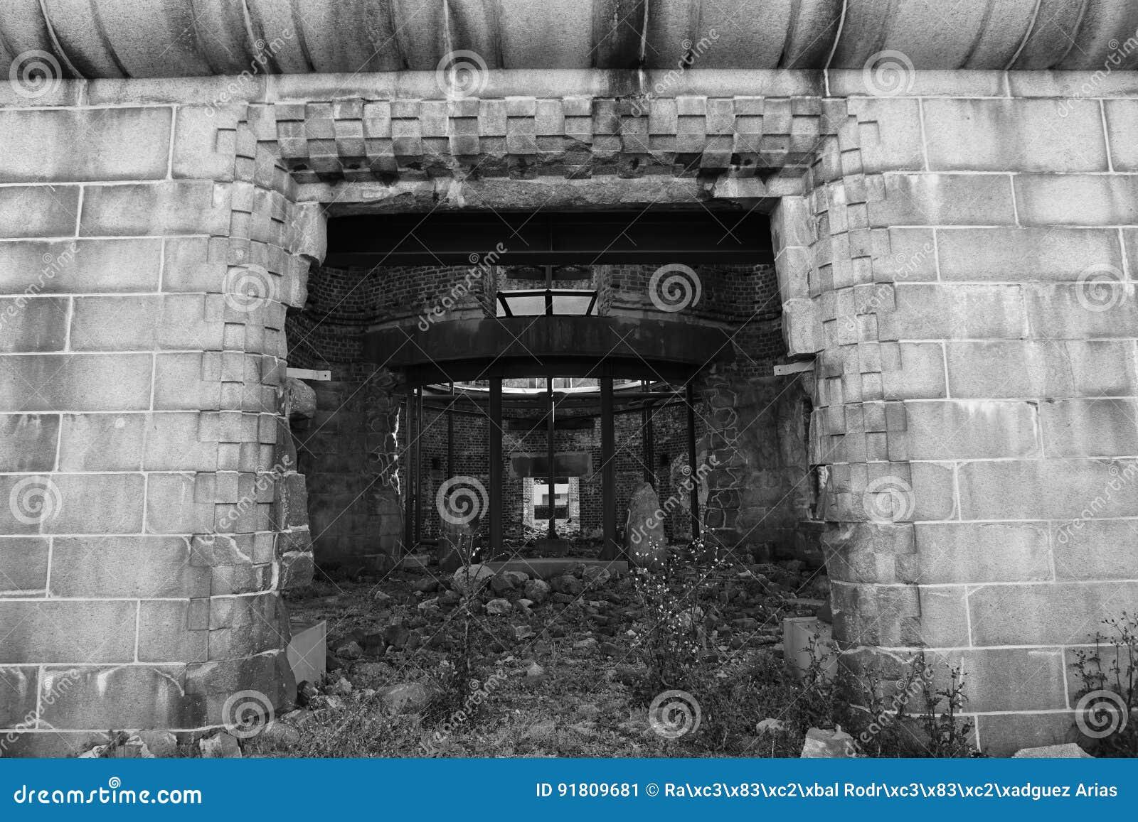 对原子弹圆顶大厦的大门,原子弹爆炸圆顶屋,日本