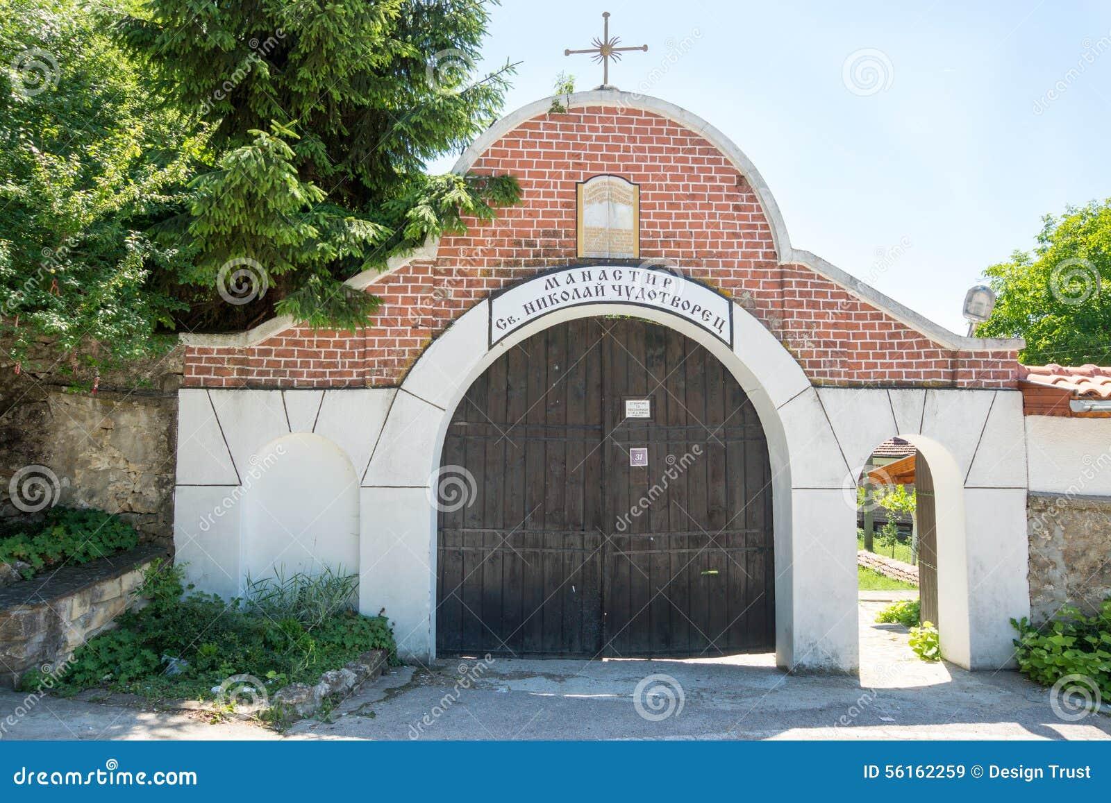 对圣尼古拉斯修道院的入口在保加利亚