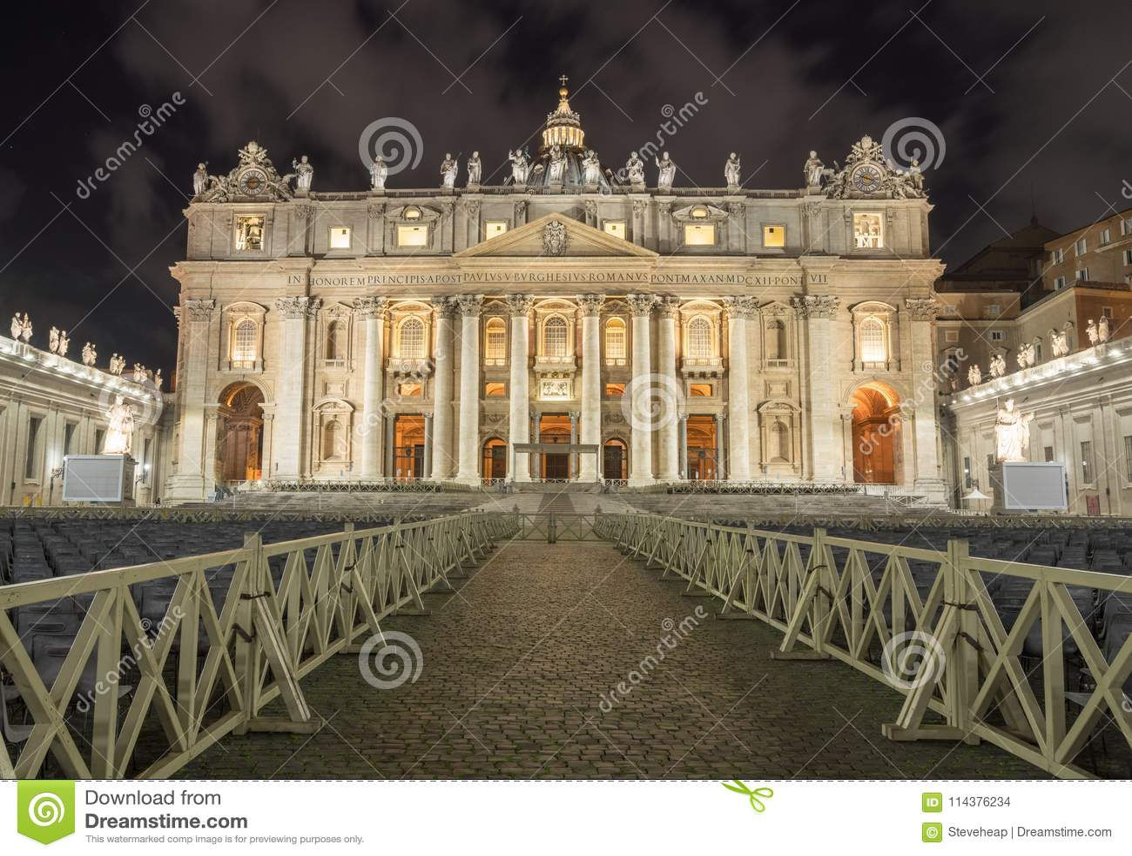 对圣彼得大教堂的入口在复活节