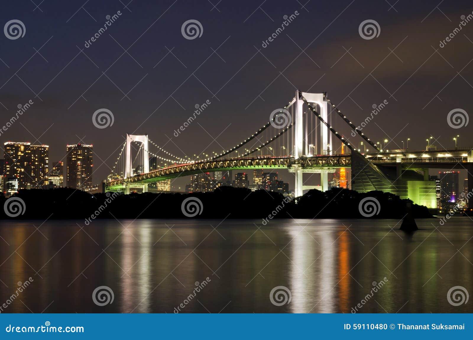 对彩虹桥梁的Lightup在Odaiba市