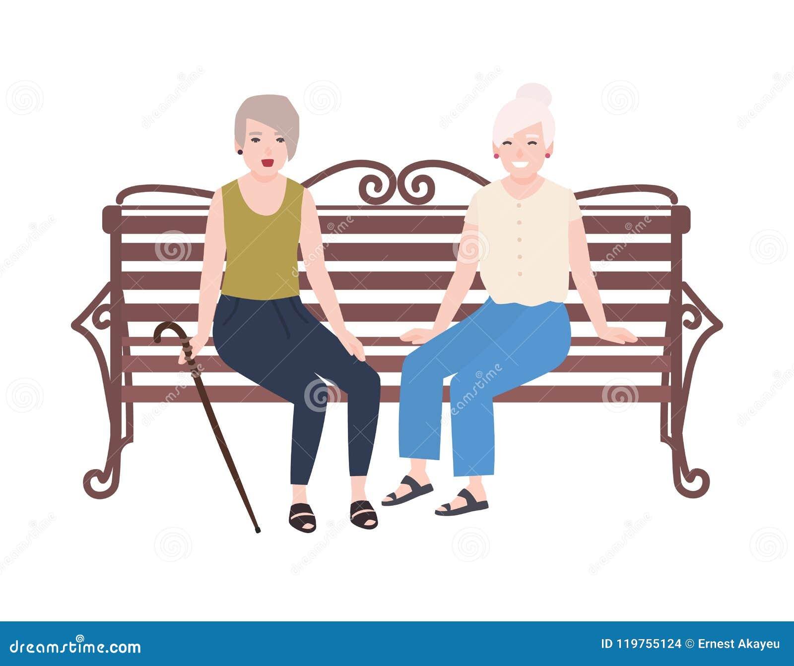 对微笑的年长妇女坐长凳和谈话 两个老妇人或朋友愉快的会议  逗人喜爱的平的女性