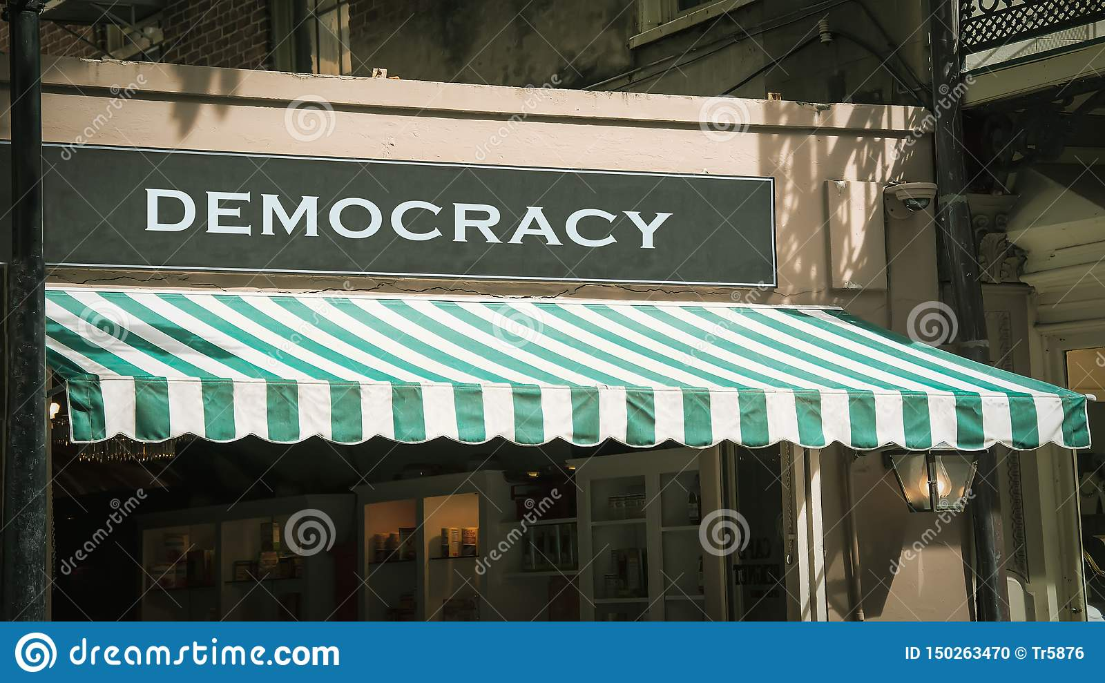 对民主的路牌