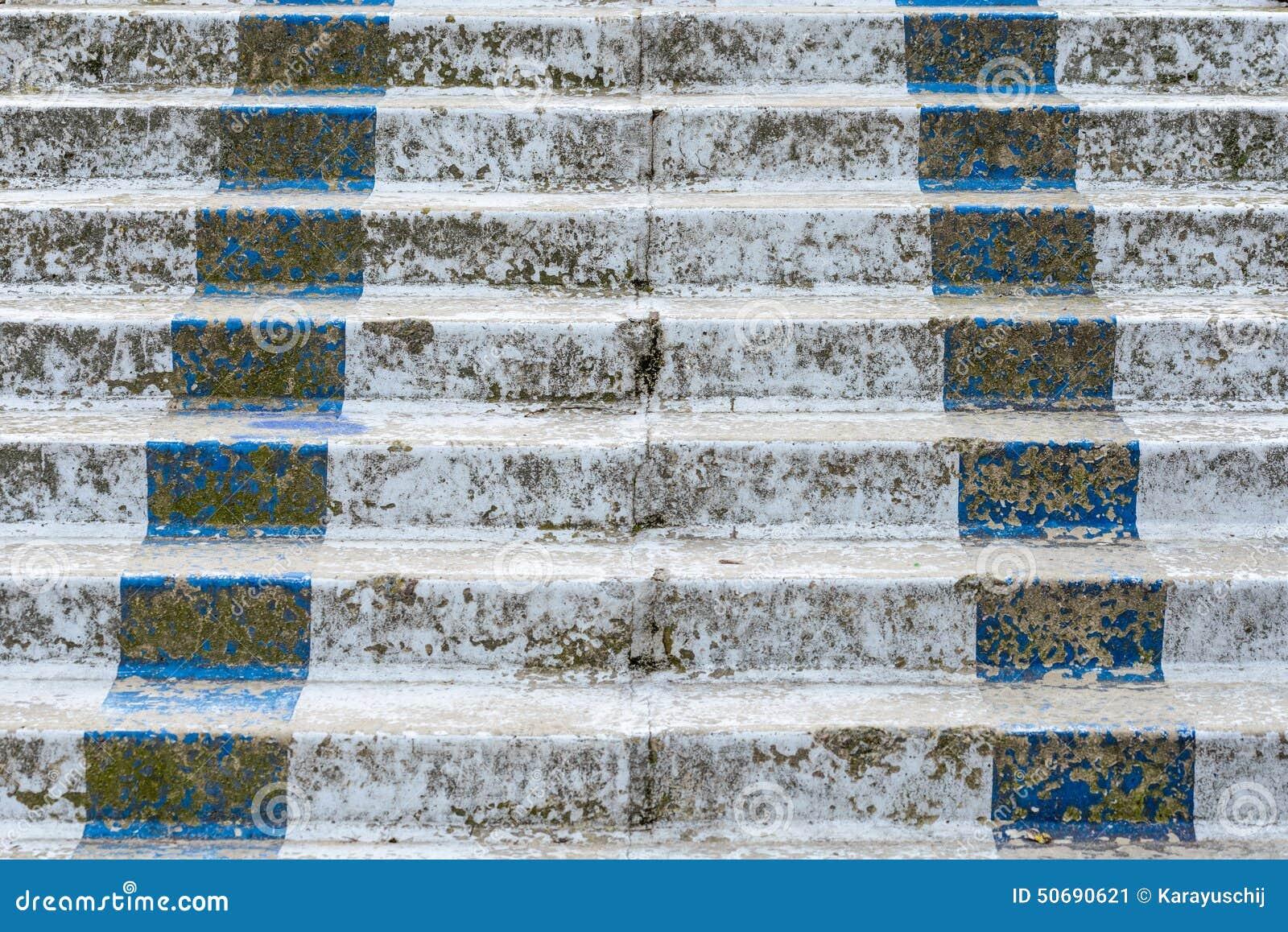 Download 对没什么的楼梯 库存图片. 图片 包括有 空白, 经纪, 抽象, 方式, 室外, 拱道, 杂乱, 建筑, 蓝色 - 50690621