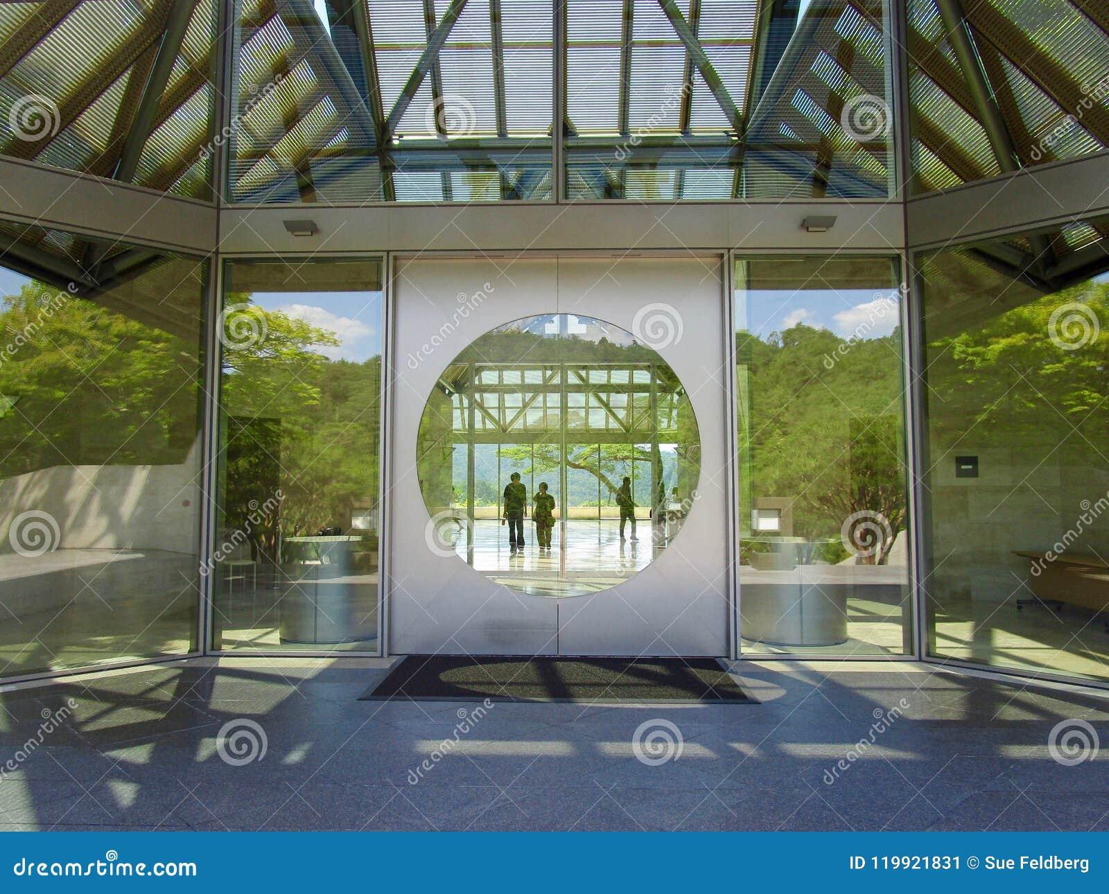对美秀美术馆,叶茶壶,日本的入口