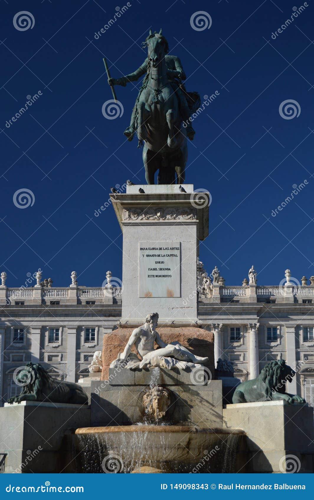 对费莉佩的纪念碑IV在东方广场在马德里