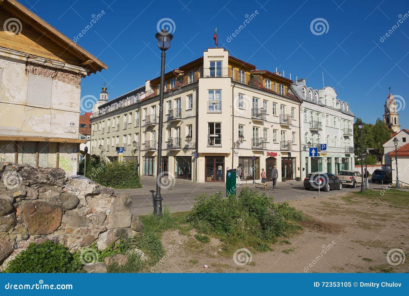 对Barbacan公寓旅馆历史大厦的看法在街市维尔纽斯,立陶宛