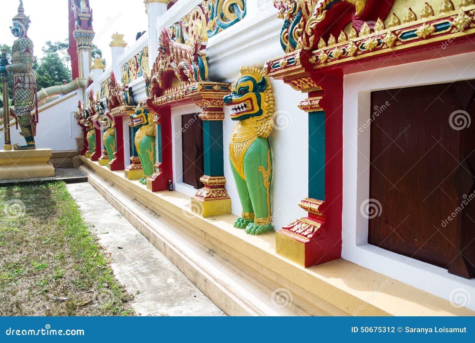 Download 寺庙入口和Singha雕象在寺庙,泰国 库存照片. 图片 包括有 的btu, 布琼布拉, 小雕象, 历史记录 - 50675312