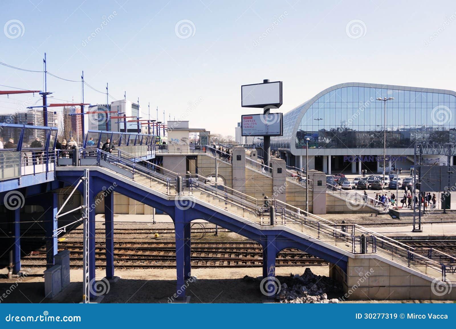 对火车站的台阶