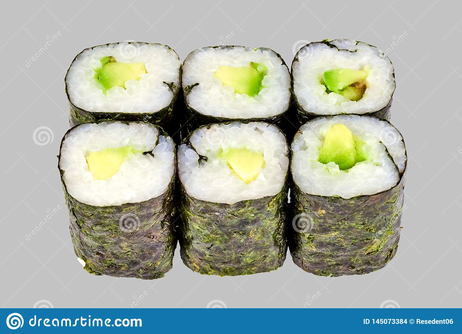 寿司maki卷用在灰色背景的鲕梨