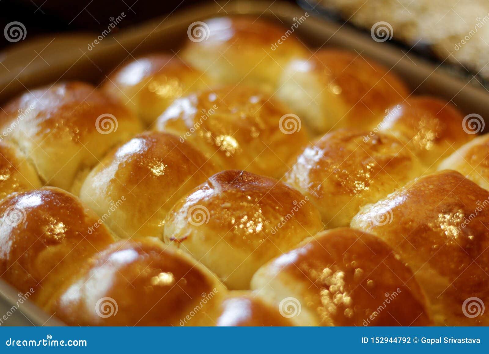小圆面包直接从烤箱