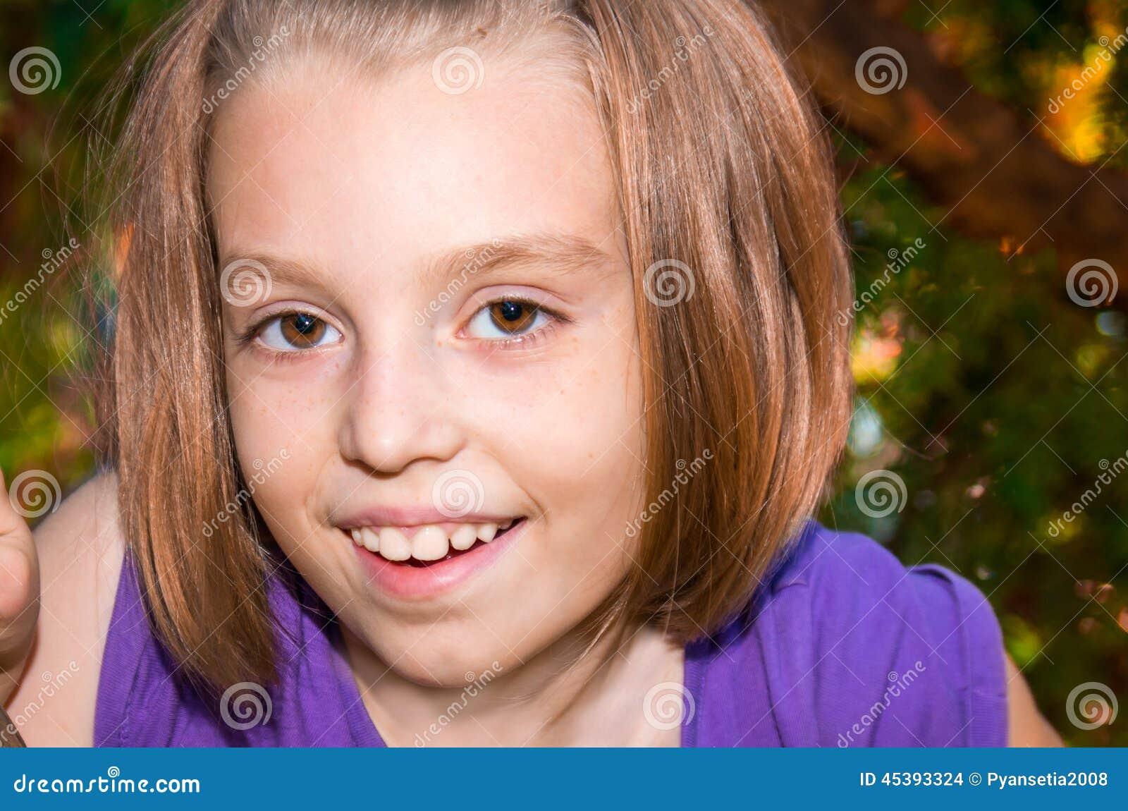 大抹胸眼睛a抹胸_小女孩初中初中_女孩漂亮女要內衣物理答求平均嗎速度圖片