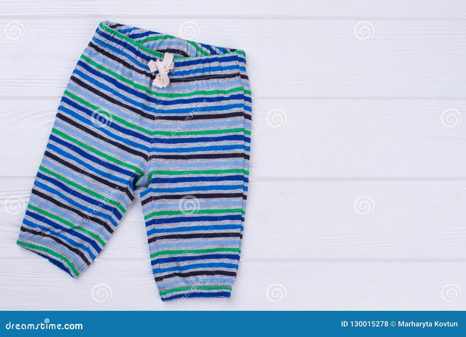 小孩棉花镶边了裤子