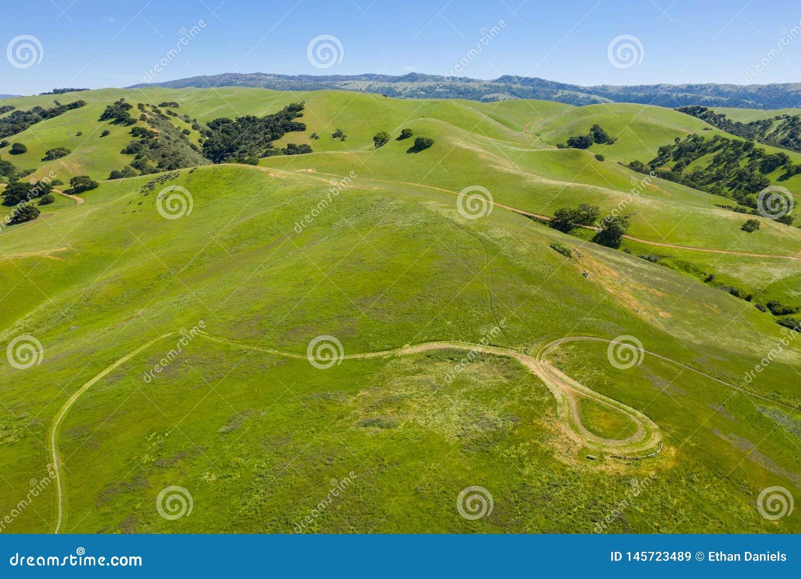 小山和足迹天线在三谷,加利福尼亚北部
