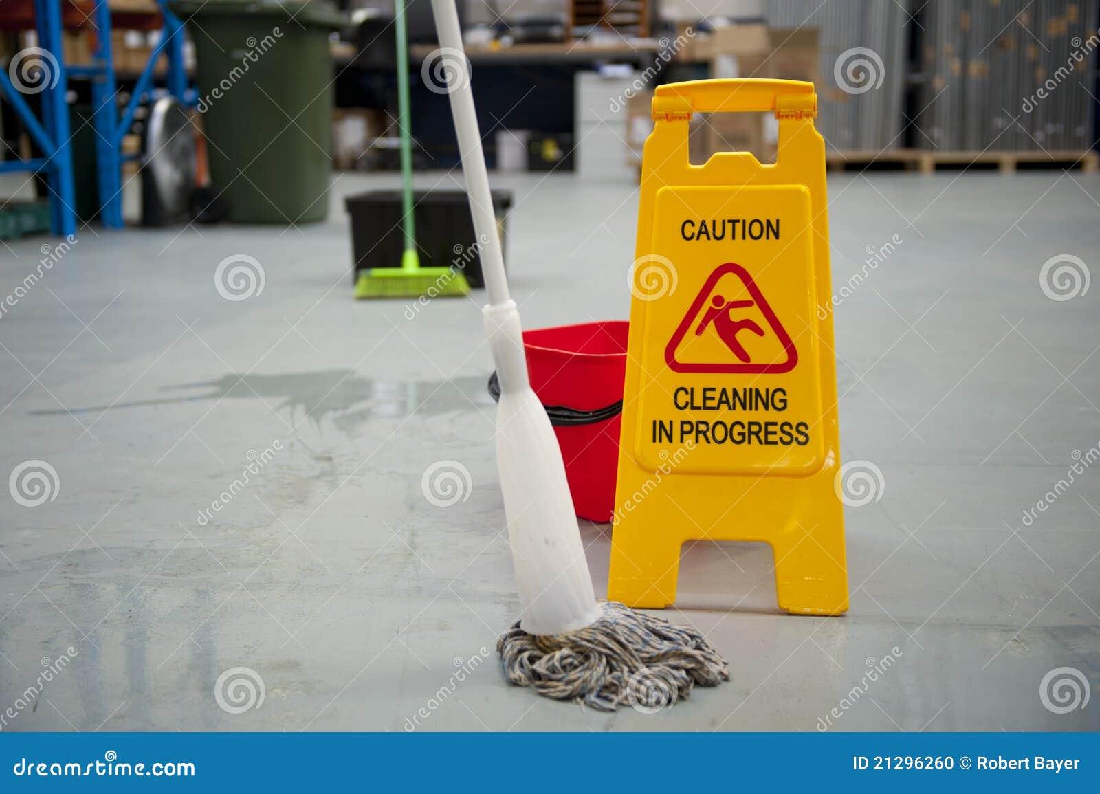 小心湿清洁的楼层
