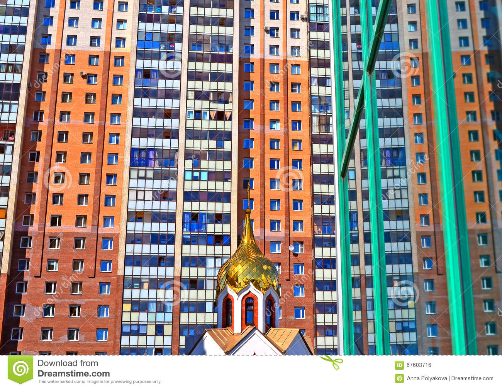 小教会圆顶反对大现代大厦的