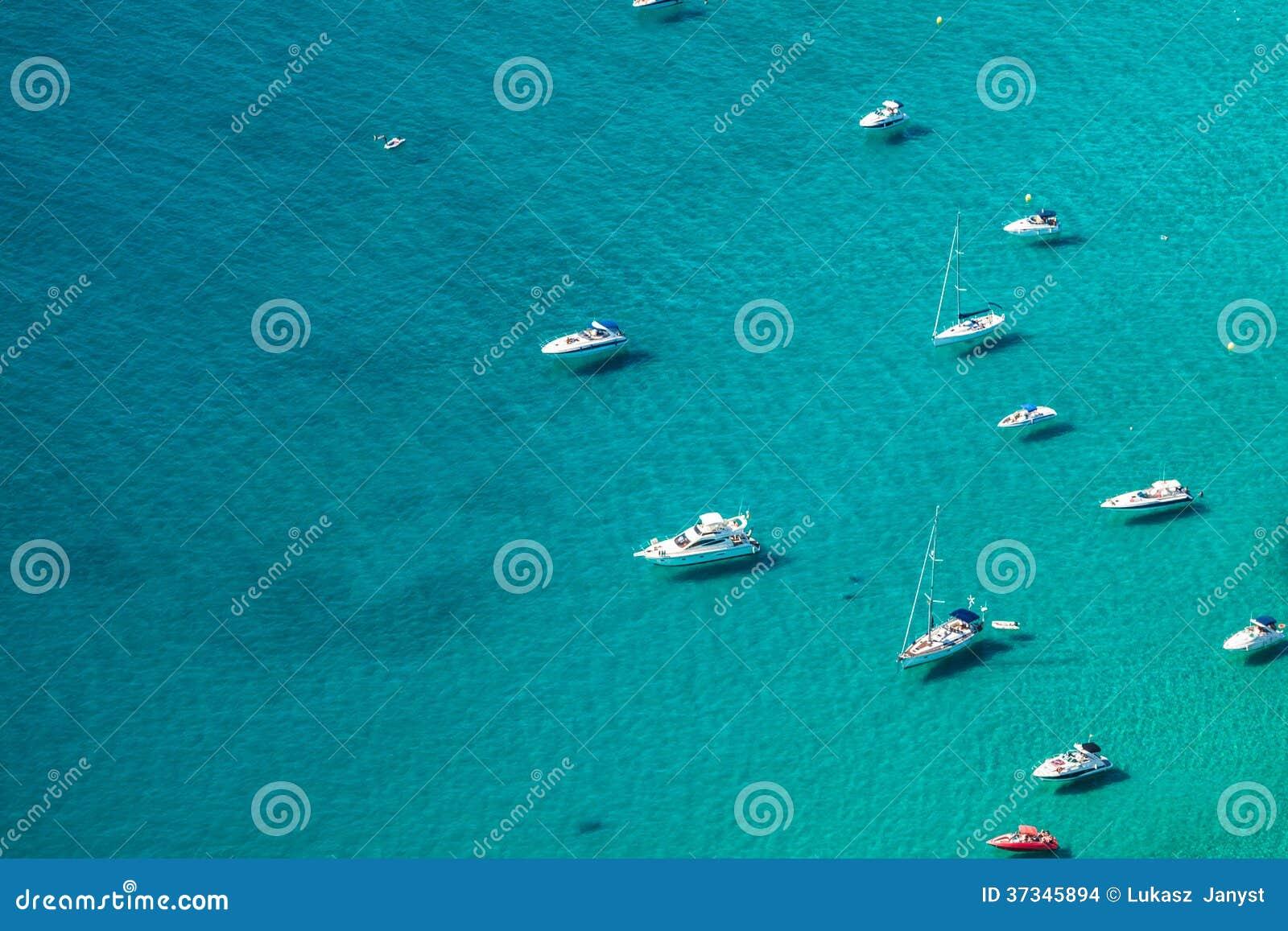小游艇船坞的大角度看法在Calpe,阿利坎特,西班牙