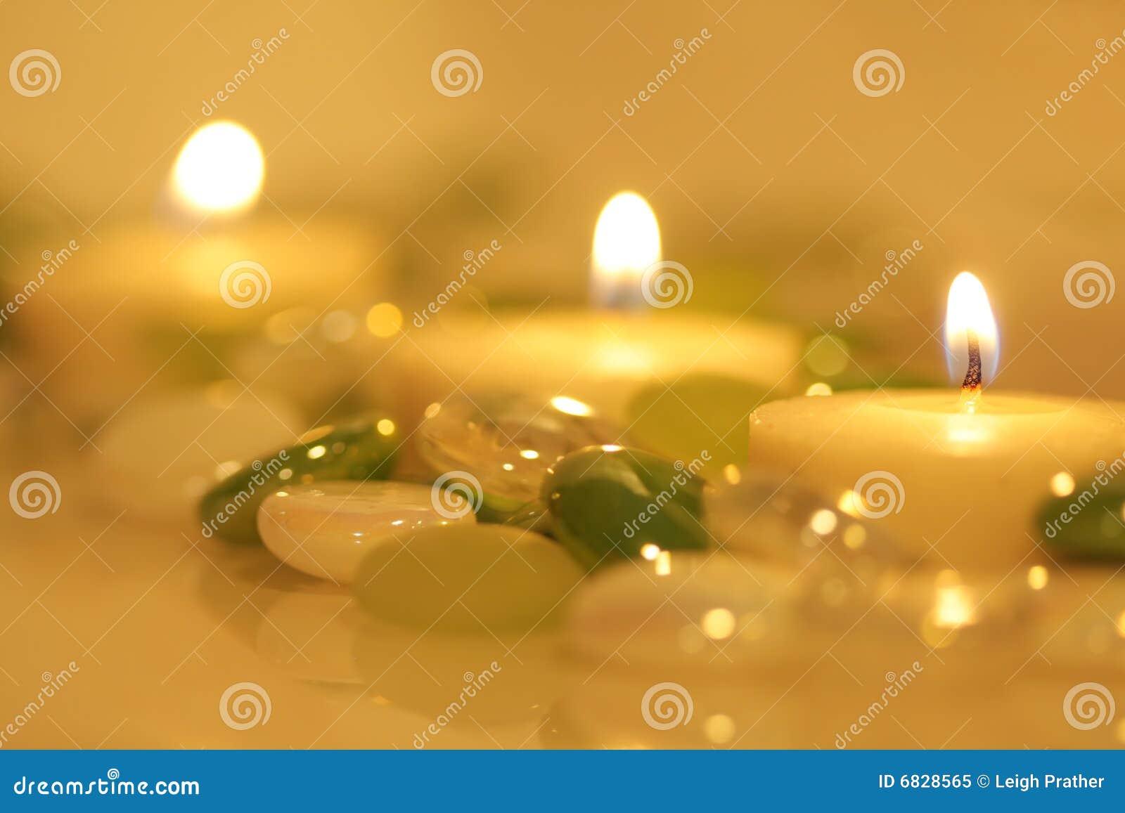 小珠被点燃的蜡烛玻璃