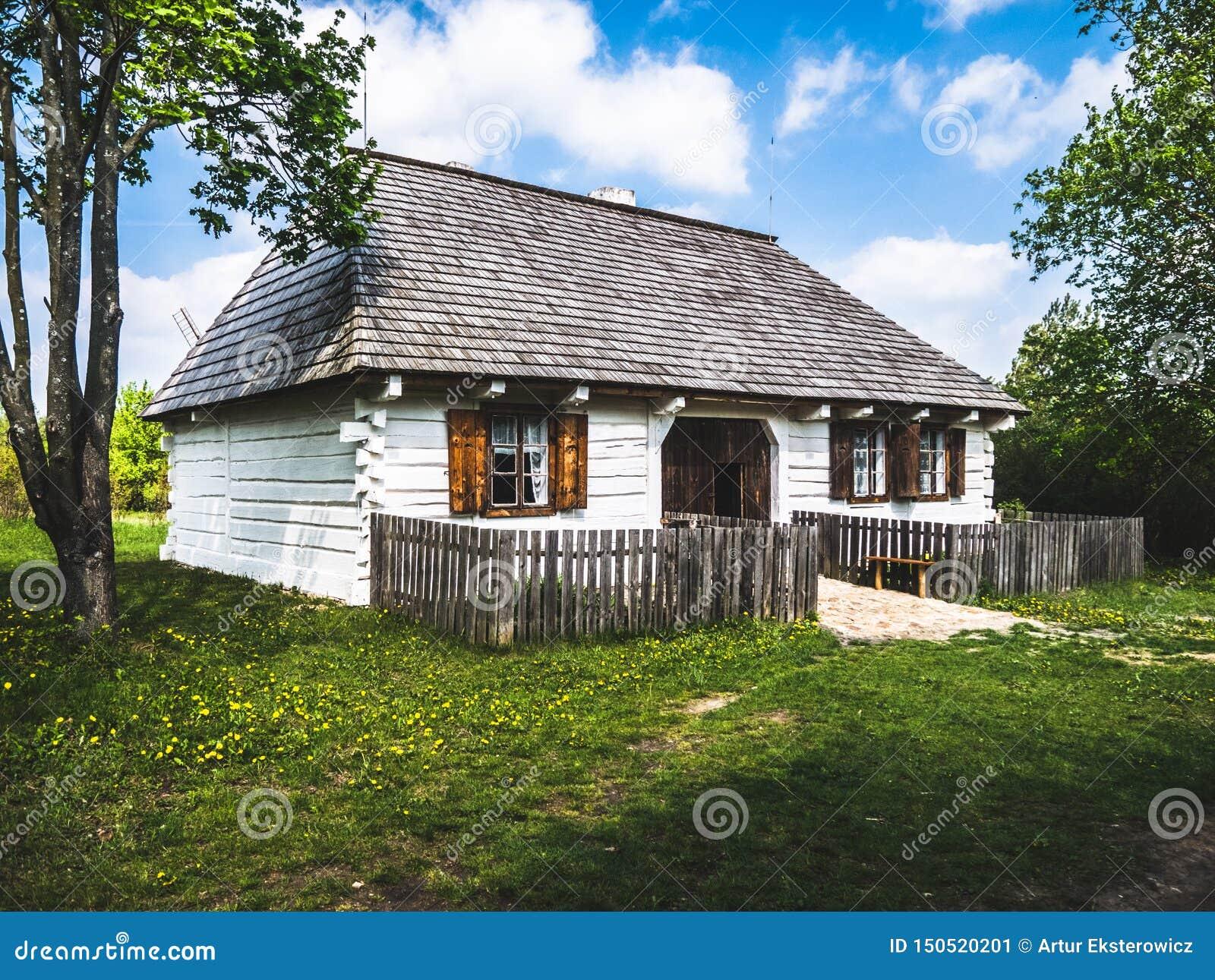小白色木房子在乡下