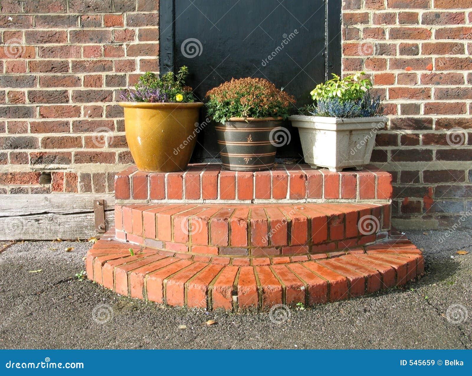 Download 小的庭院 库存图片. 图片 包括有 户外, 自治权, 叶子, 本质, 房子, 步骤, 模式, 英语, 英国, 瓦器 - 545659