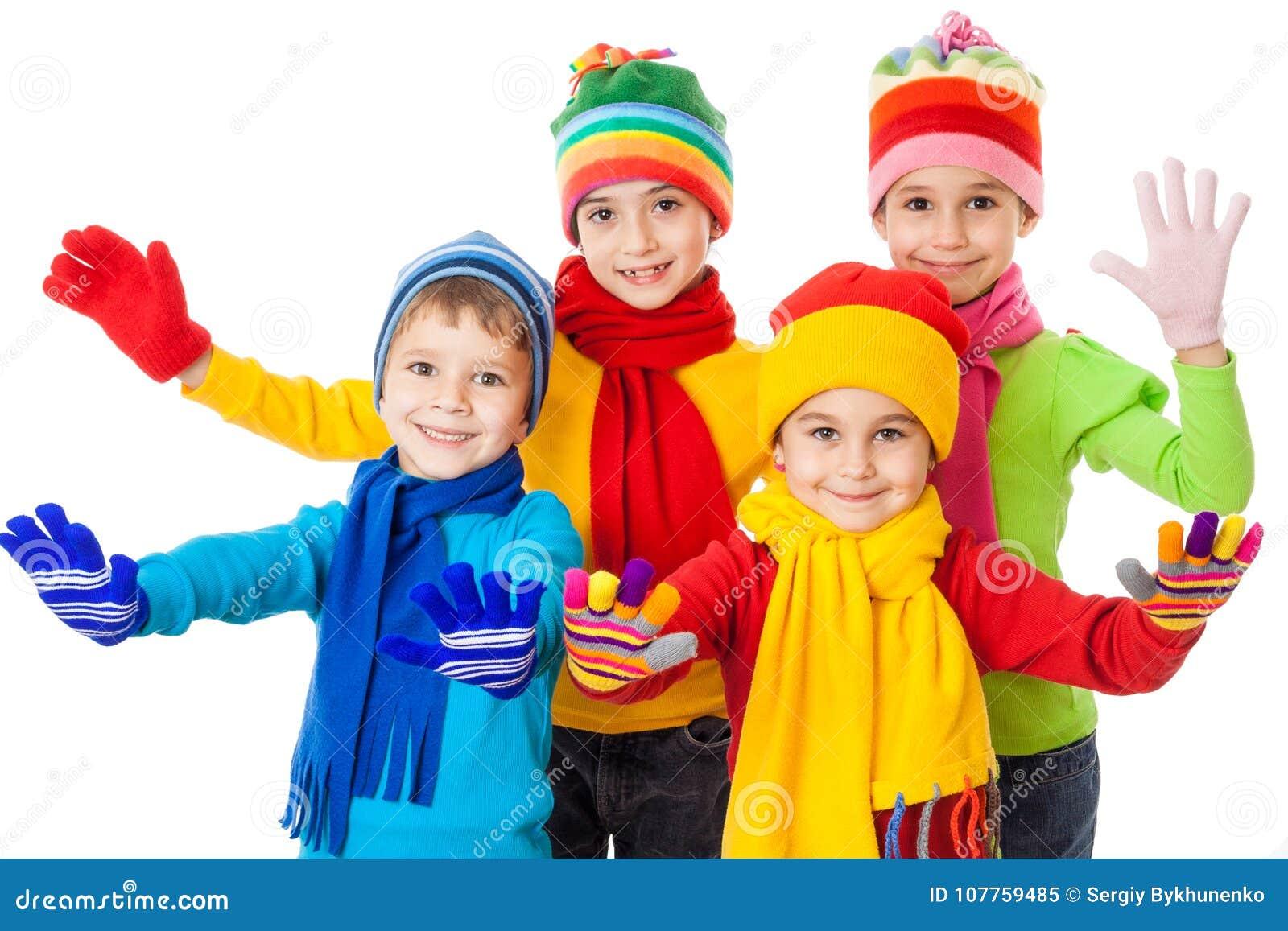小组在冬天衣裳的微笑的孩子