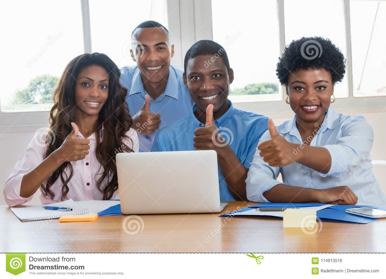 小组成功的非裔美国人的买卖人
