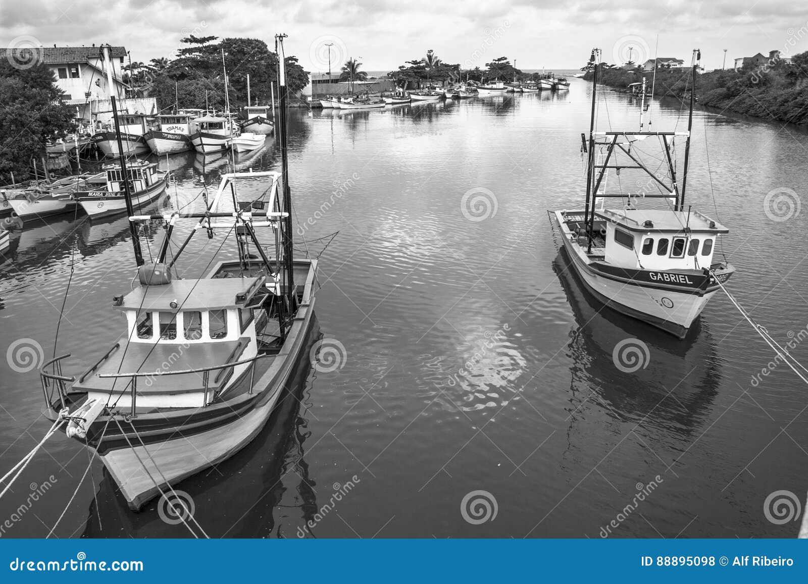 小船捕鱼女孩端口开会